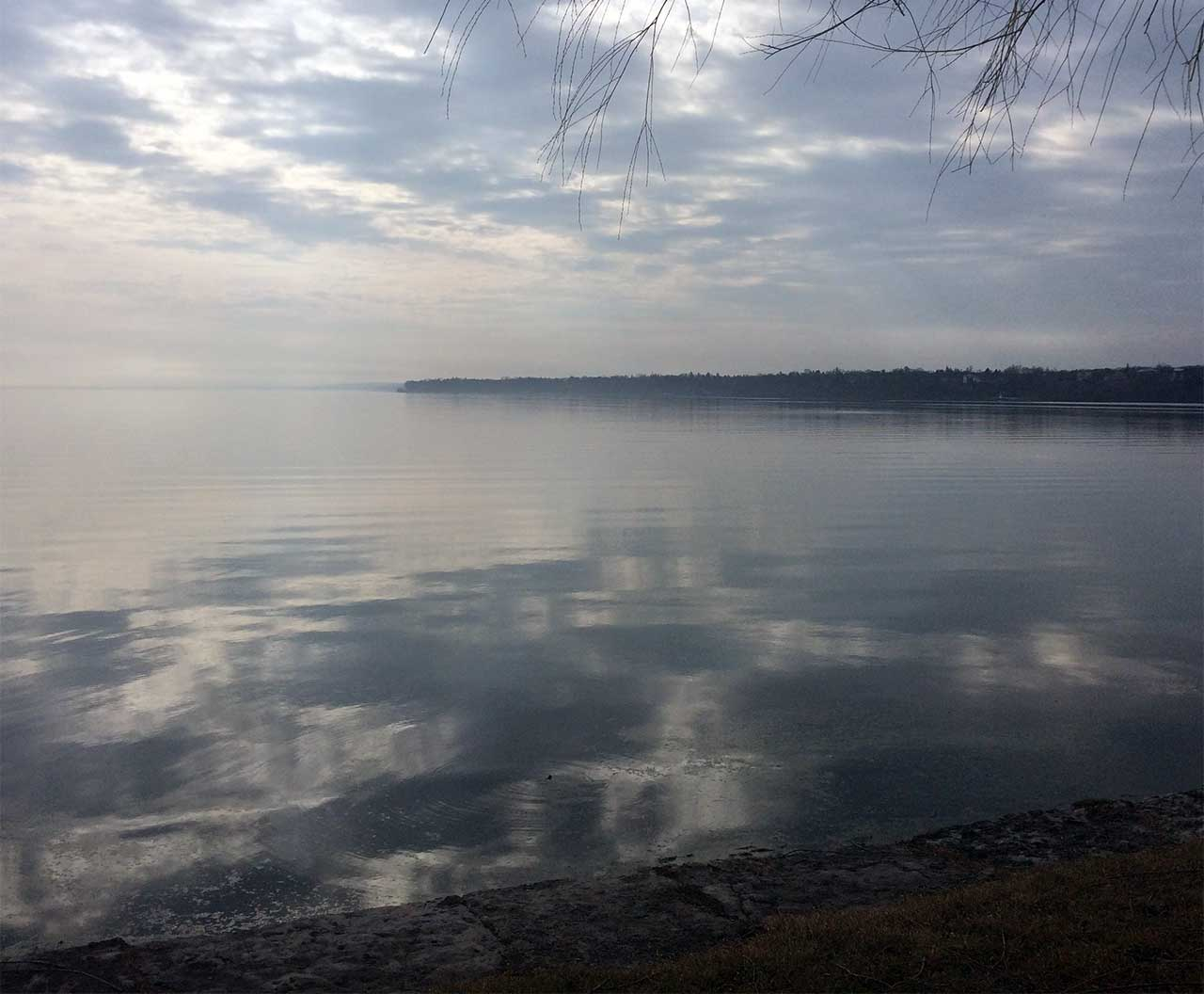 Fog and mirrors on Seneca Lake in Geneva (photo)